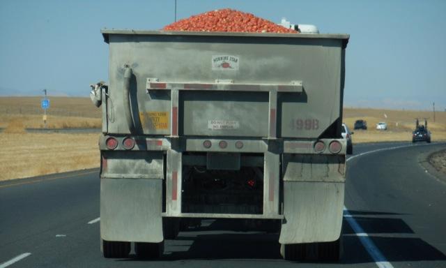 トマトを積んだトラック-2
